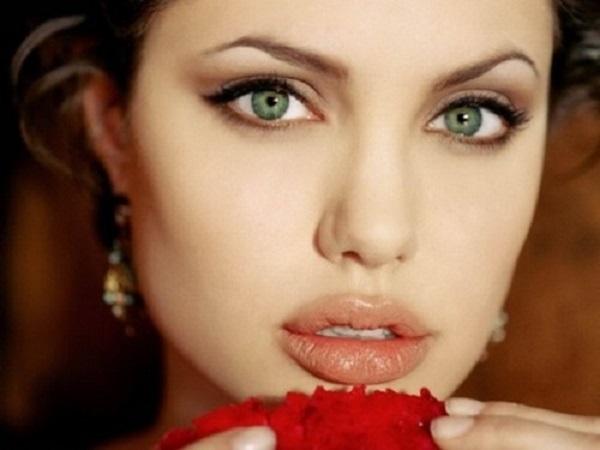 Xem tướng miệng phụ nữ giàu sang có đặc điểm gì nhận biết?